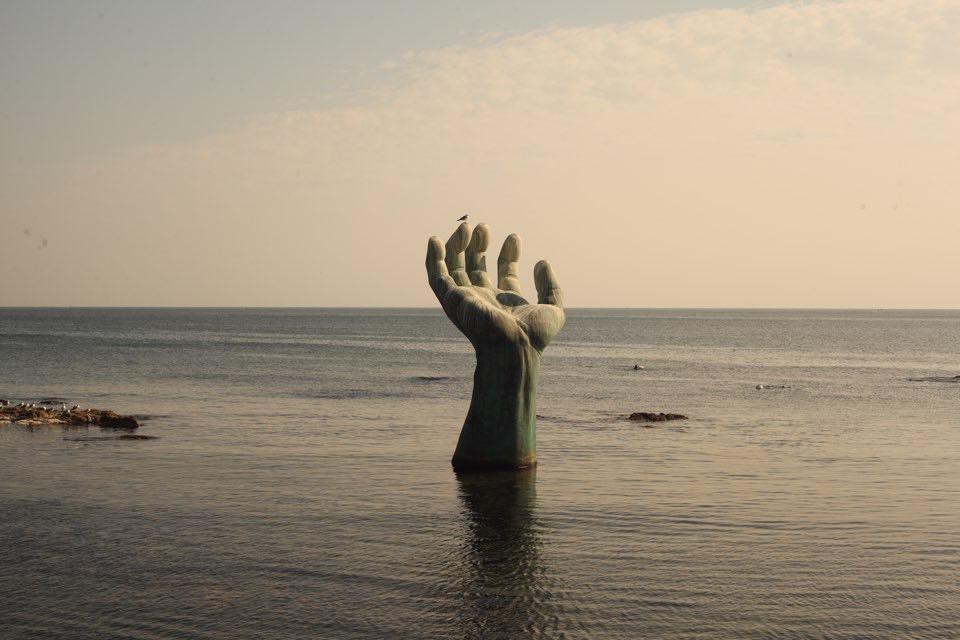 작품명 - 함께 극복하는 지진트라우마, 상생의 손